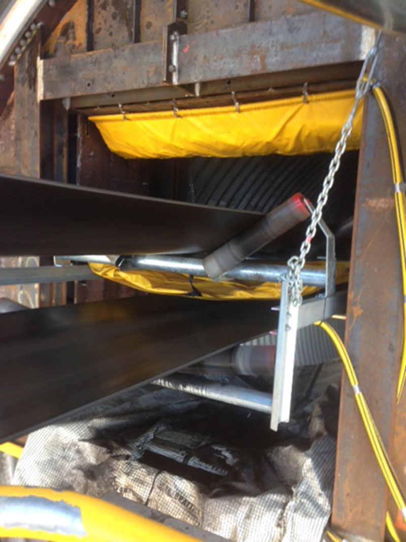 Hybrid inflatable and steel mine seal system around a conveyor belt